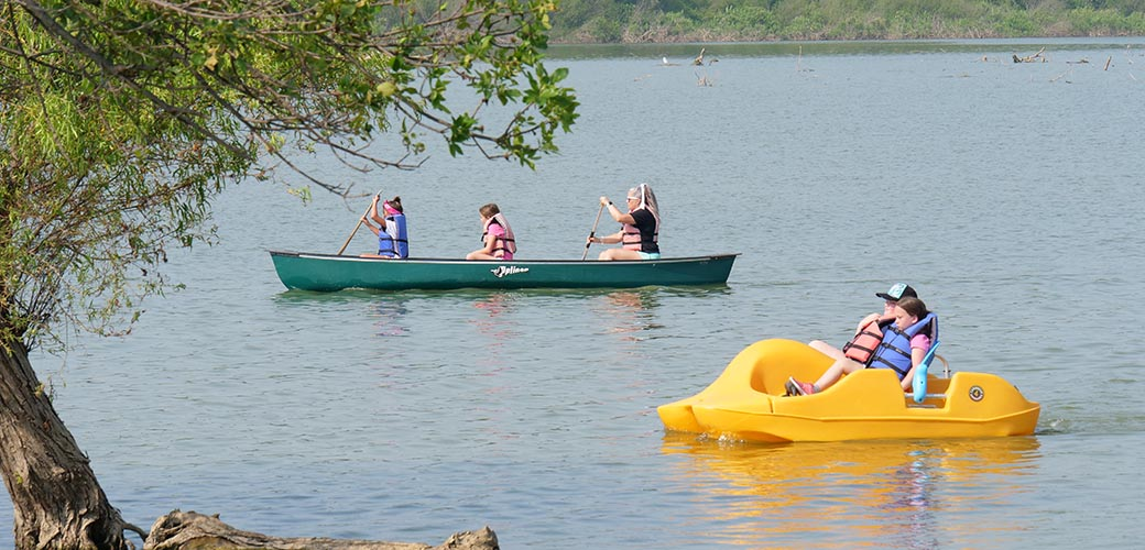 HomeSlider_0002_Canoe
